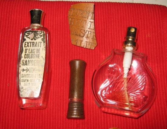 19de eeuw, au de cologne en lippenstift
