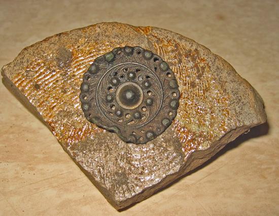 Middeleeuwse oude versierde knoop