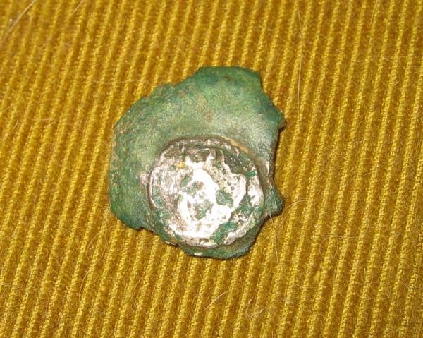 bodemvondst van een Romeins bronsfragment.